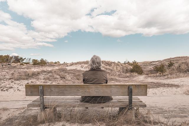 Cada vez son más las mujeres mayores de 65 años que viven solas