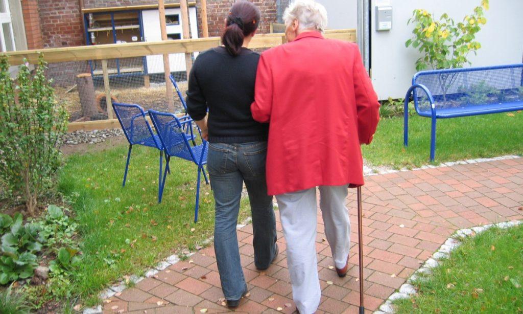 Menor disponibilidad de cuidadores en el entorno familiar